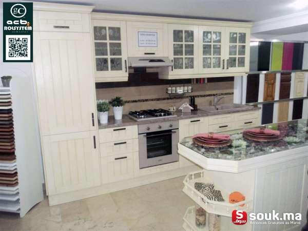 tres belle cuisine en bois laqu fes souk ma. Black Bedroom Furniture Sets. Home Design Ideas